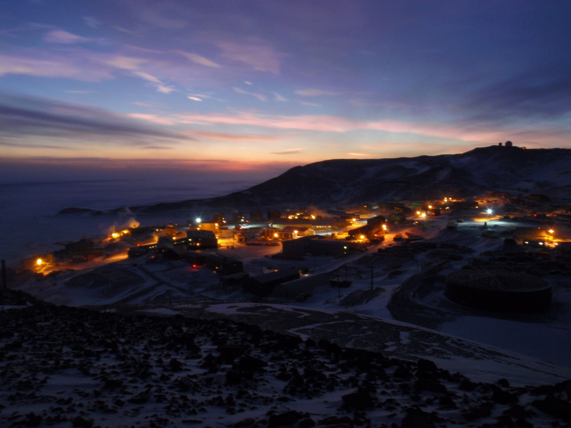 Sunset over Antarctic - Nacreous Clouds Over McMurdo 5, by Alan Light, Shared under a Creative Commons Attribution License