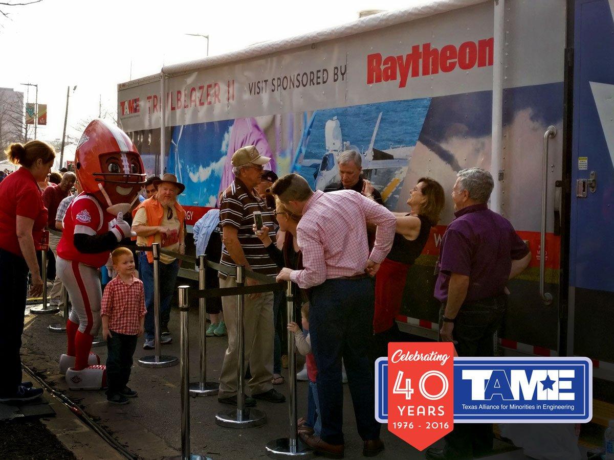 Super Bowl Science Brings 12,000 Visitors to Trailblazer  #DrivingSTEM #LonestarSTEM #SuperBowl2017