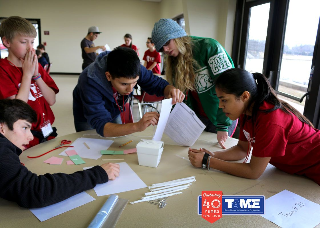 STEMCDiv_2017_0204_WichitaFalls_photos_FavoriteEDCStudentsLeaningIn.jpg
